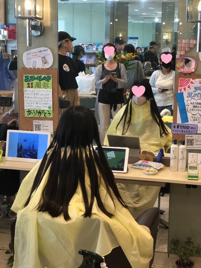 まずは髪の毛を束に