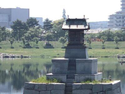 狭山池の中にある「龍神社」