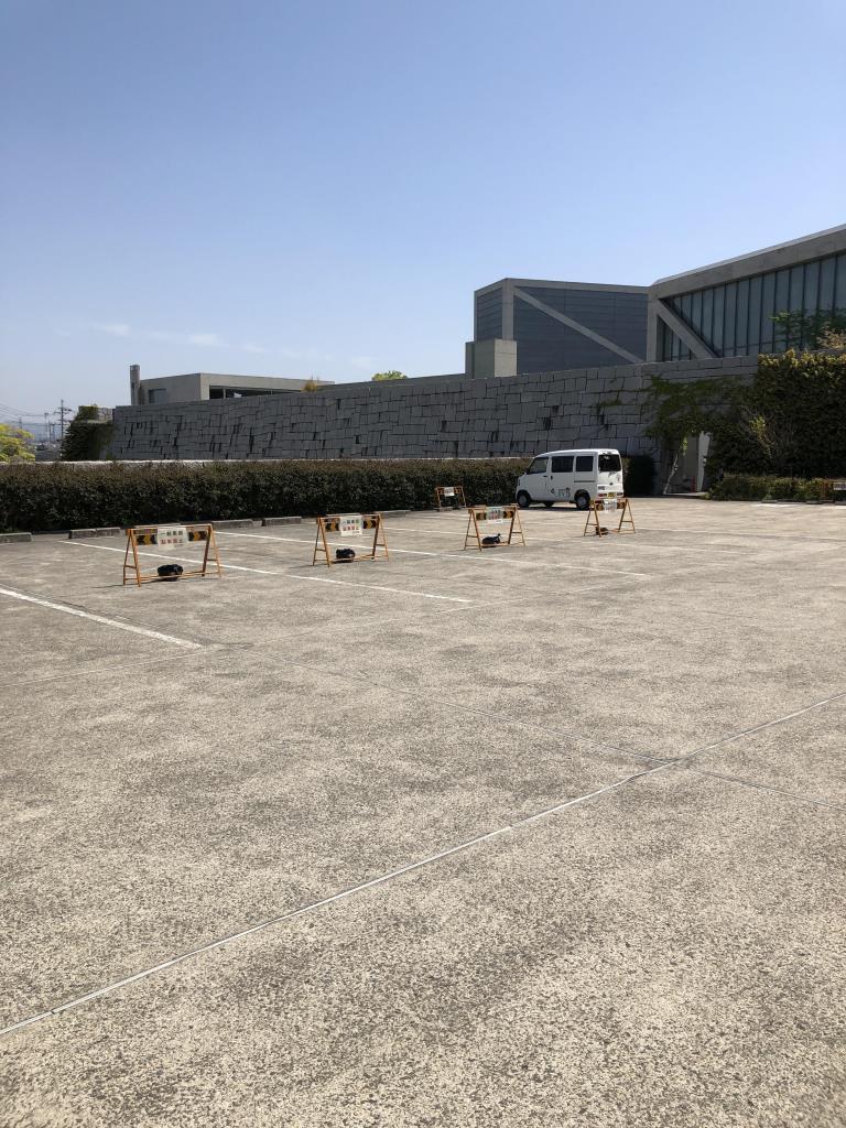 狭山池博物館のバス・身障者専用駐車場