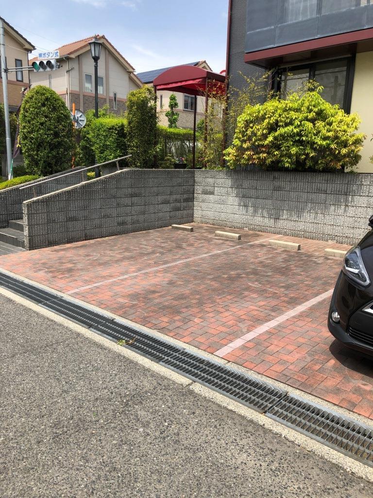 お店をグルっと囲むように駐車場があります。