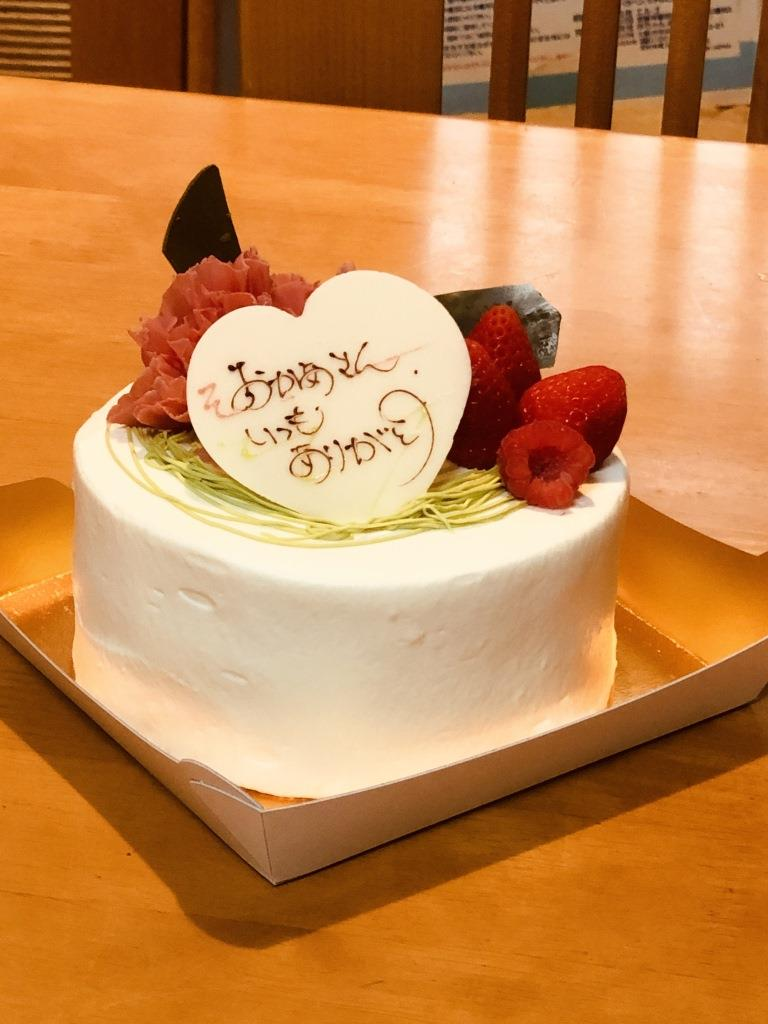 母の日のカーネーションケーキの予約はお早めに