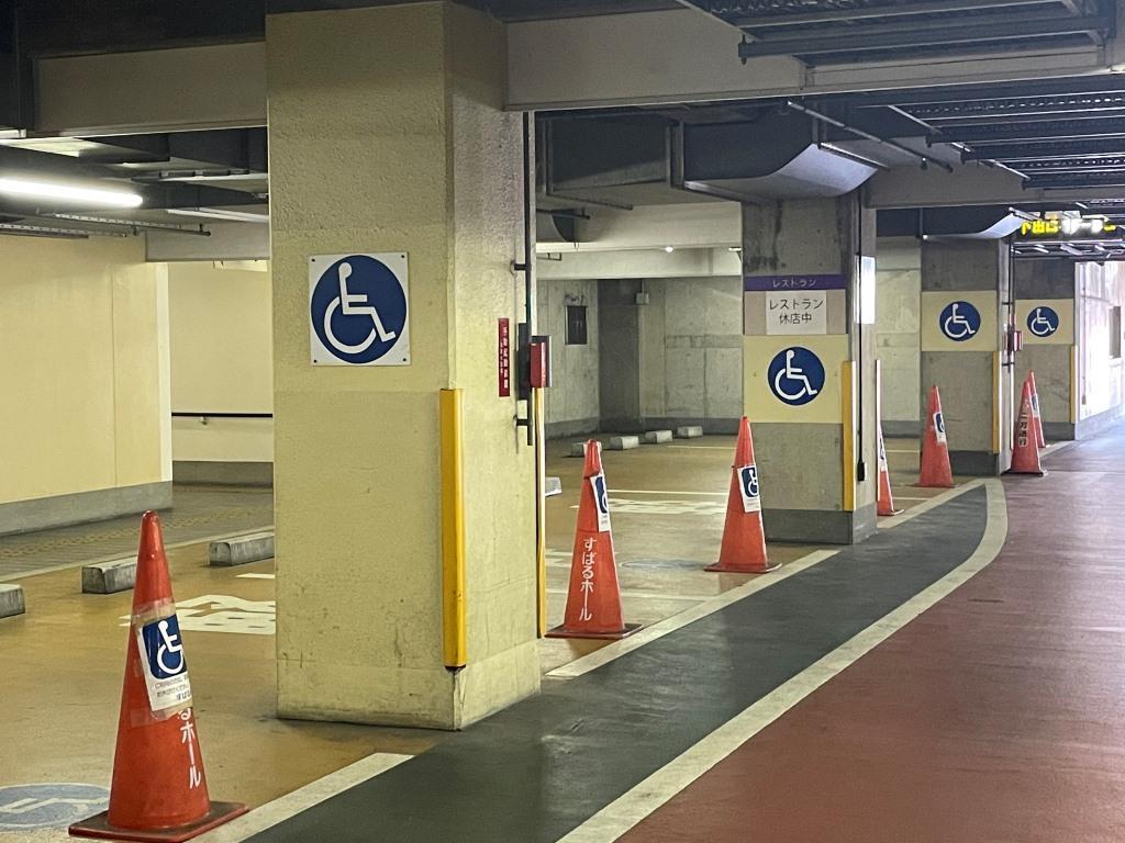 すばるホールの地下駐車場